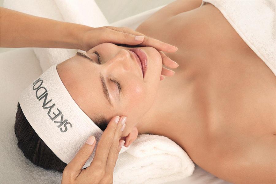 Le traitement MESO FILLER est spécialement conçue pour les peaux amincies aux rides verticales